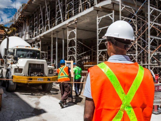 https://www.contractorcover.com.au/wp-content/uploads/2020/03/nsw-contractors-640x480.jpg